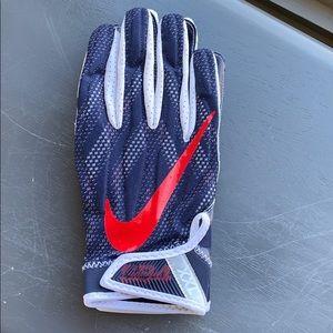 Nike Superbad 4 UCONN football receiver gloves